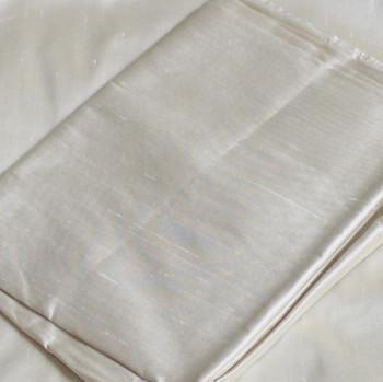 0011 Etole en soie sauvage blanc antique disponible immédiatement