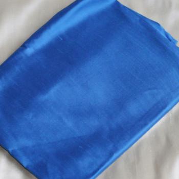 0028 Etole en soie sauvage bleu de france disponible immédiatement